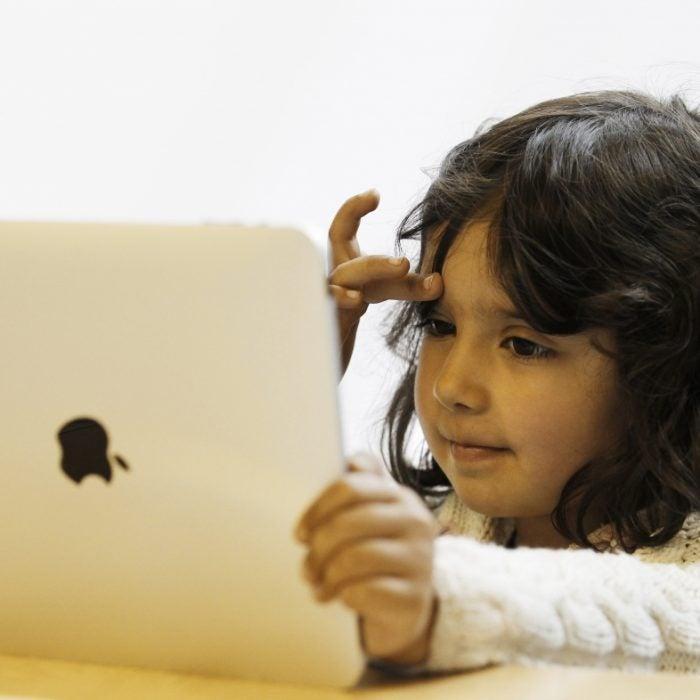 child-using-ipad