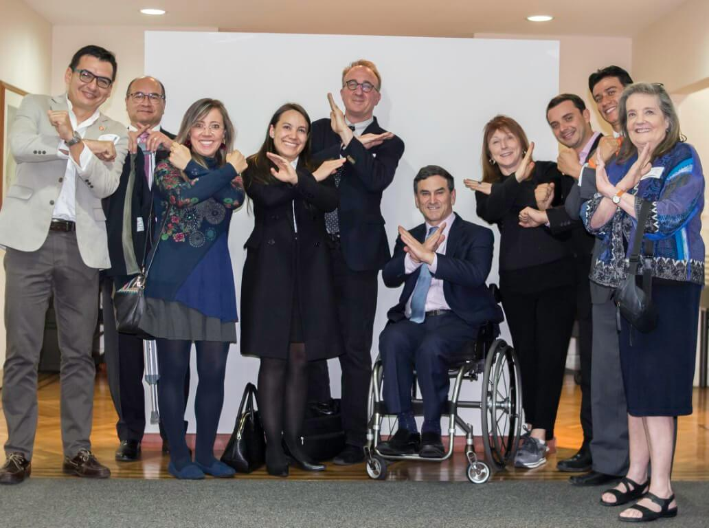 Group making X signs with the Special Advisor on Disability Issues for the President of Colombia